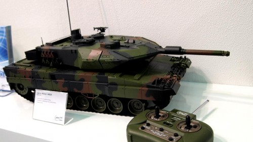 COMPUTEX 2011 - Arctic Hobby Land Rider 403 R/C Tank with Gun Action