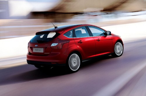 MEGATech Reviews - A Test Drive with the 2012 Ford Focus Titanium (Video)