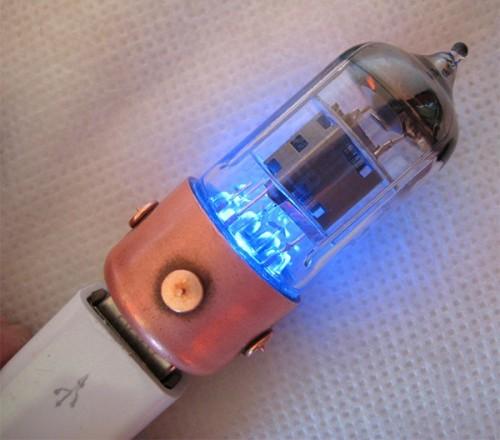 blue_vacuum_tube_flash_drive