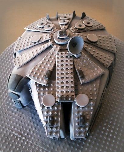 lego-millennium-falcon-cake