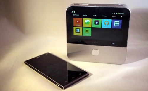 MEGATech Videos: ZTE Offers Smarter Projector and Voice-Controlled Smartphone (CES 2015)