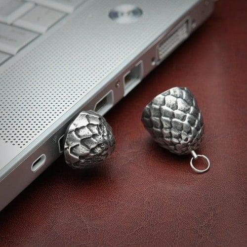 got-dragon-egg-flash-drive-in-use