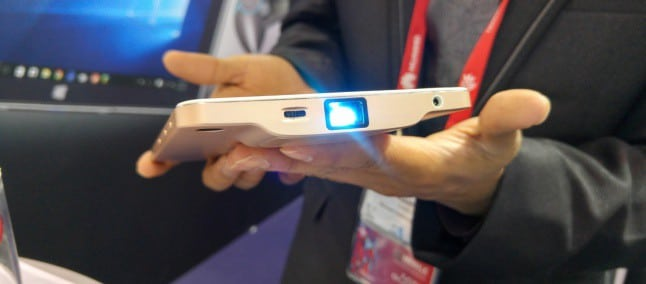 Akyumen Holofone Boasts Real Windows 10, Android, Projector