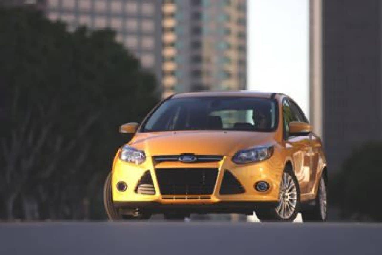 MEGATechNews Reviews the 2012 FORD Focus Titanium Edition (Video)