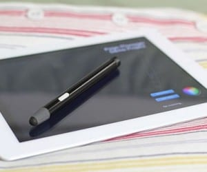 iPad Gets Blue Tiger Pressure-Sensitive Bluetooth 4.0 Stylus by Ten One