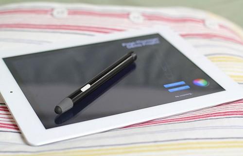 iPad Gets Blue Tiger Pressure-Sensitive Bluetooth 4.0 Stylus by Ten One