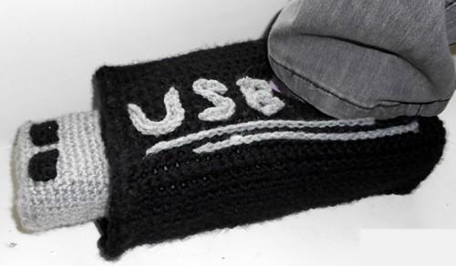 usb-stick-slippers-UniquePcrochet