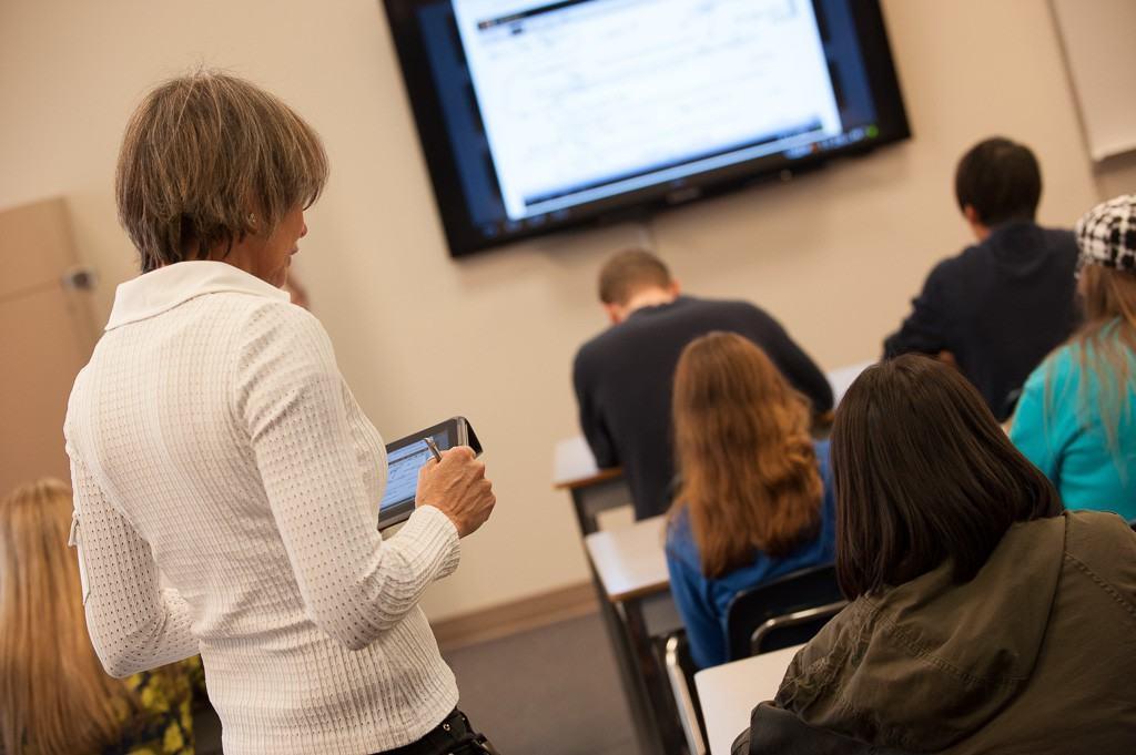 MEGATech Videos: A Look at Canada's First Samsung Smart Classroom