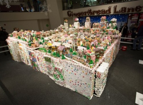 worlds_largest_gingerbread_house-620x459-600x444