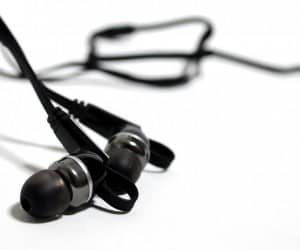 MEGATech Reviews - Rosewill R-Studio E-860 Noise Isolating Earbuds