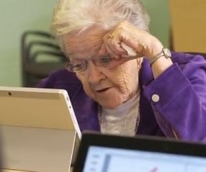 Sponsored Post: Best Buy Canada Teams Up with Cyber-Seniors to Bring Technology to Residents at the Kiwanis Care Centre