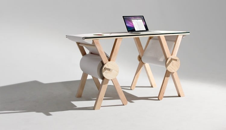 Analog Memory Desk Keeps Your Notes at Hand