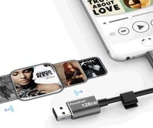 PhotoFast MemoriesCable Adds 128GB to iPhones and Charges Them Too